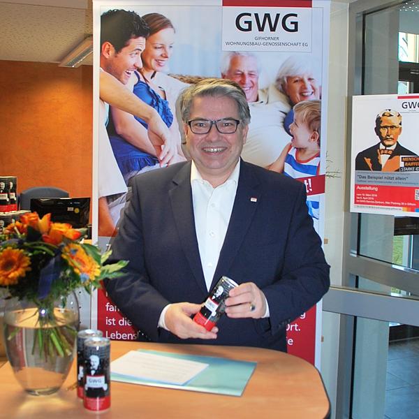 Gifhorner Wohnungsbau-Genossenschaft präsentiert Getränkedose 200 Jahre F. W. Raiffeisen