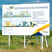Baustellenschild CocoonLiving: das Neubauprojekt der LebensRäume in der Neustadt von Hoyerswerda