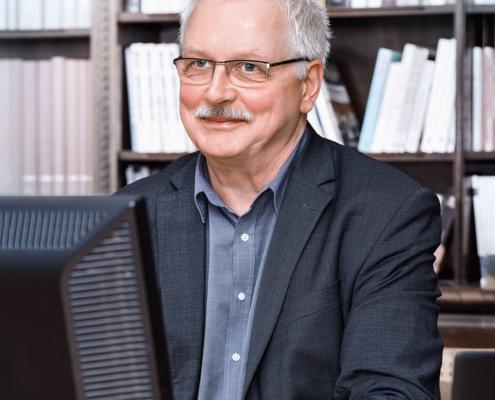 Matthias Günther am Schreibtisch