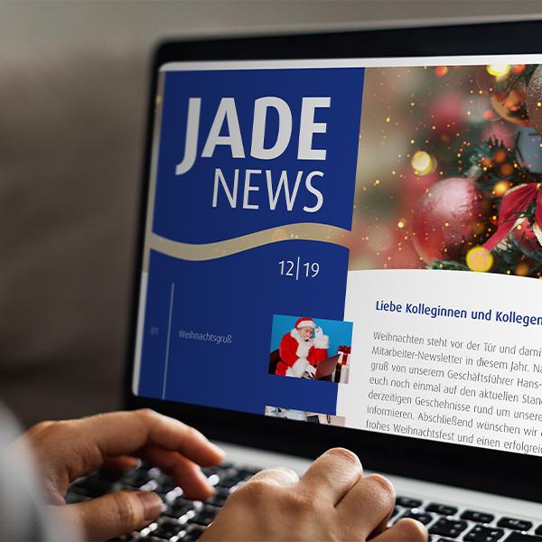 Digitale Referenz JADE Newsletter auf einem Laptop