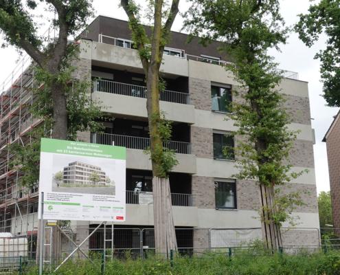 Vorher-Bild: Mehrfamilienhaus im Bau schiefe Aufnahme