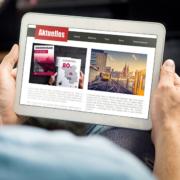 Tablet mit Pressebericht über zweiten Werschöpfungsbericht der Beliner Wohnungsbauunternehmen